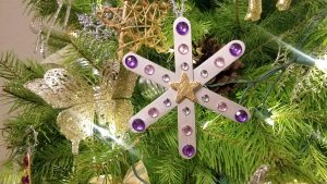 Great DIY Snowflake Ornament Craft Idea for Classrooms